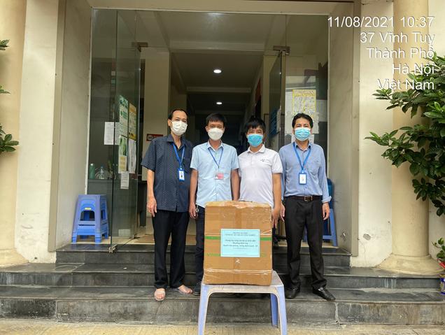 Trường Đại học Kinh tế – Kỹ thuật Công nghiệp trao tặng các trang thiết bị phòng chống dịch Covid-19 cho các đơn vị trên địa bàn Quận Hoàng Mai, TP Hà Nội.